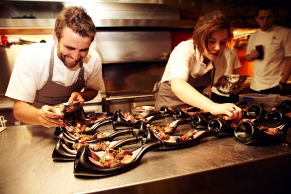 How to Manage a Restaurant Single-Handedly